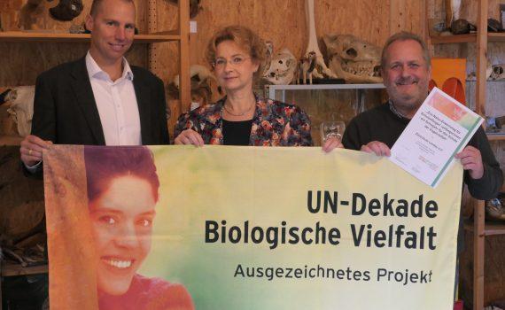 (von links): Alexander Grassmann, Beigeordneter der Stadt Landau, Dr. Gudrun Hollstein (Leiterin der Zooschule Landau), Dr. Jens-Ove Heckel, Direktor des Zoo Landau in der Pfalz.
